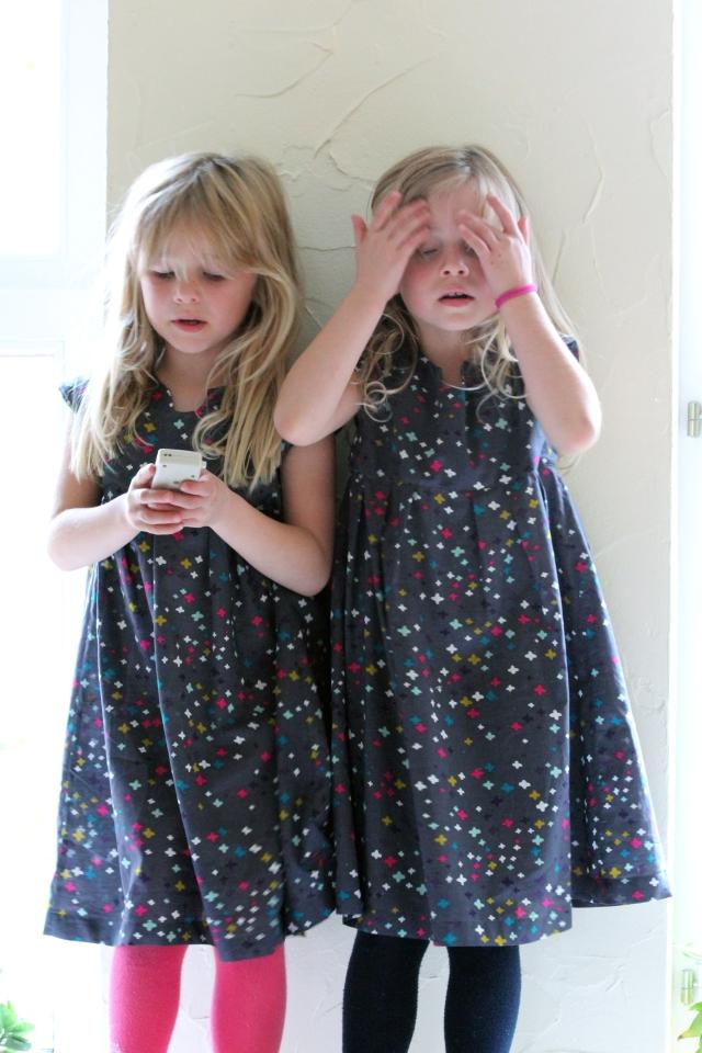 Geranium Dress_Twins_3-Kl