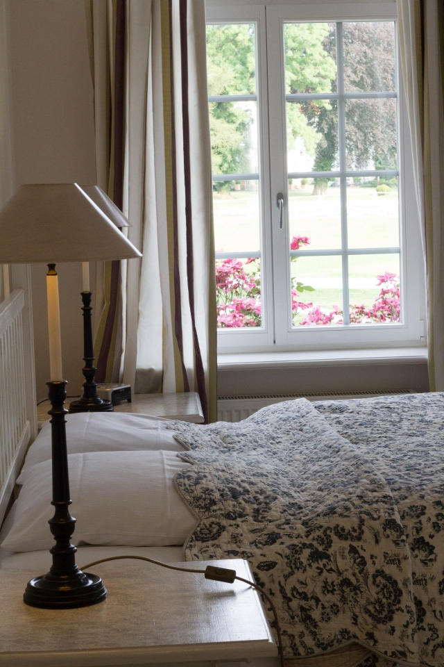 Hotelzimmer Burgunder