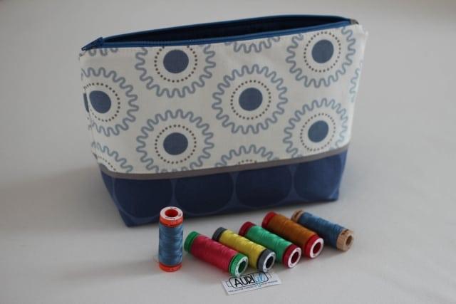Tasche blau mit Garnrollen
