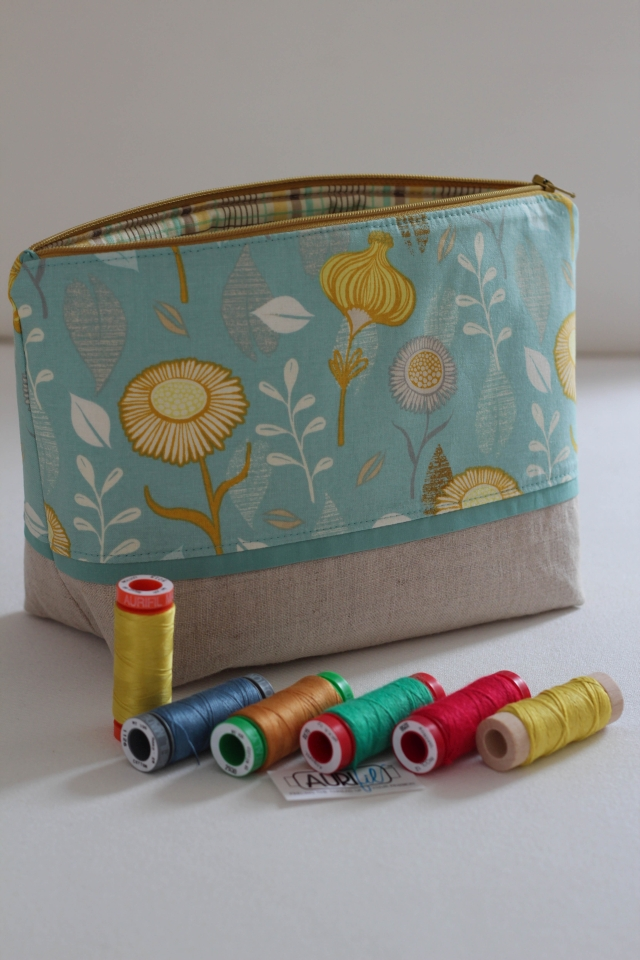 Tasche gelb mit Garnrollen