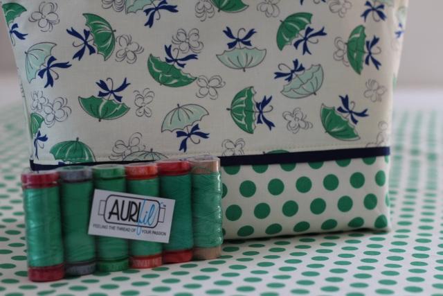 Tasche grün mit Garn